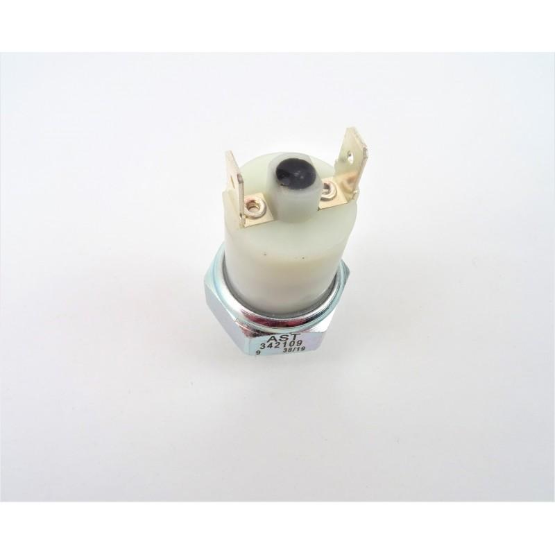 Senzor presiune ulei motor Massey Ferguson 3381387M3
